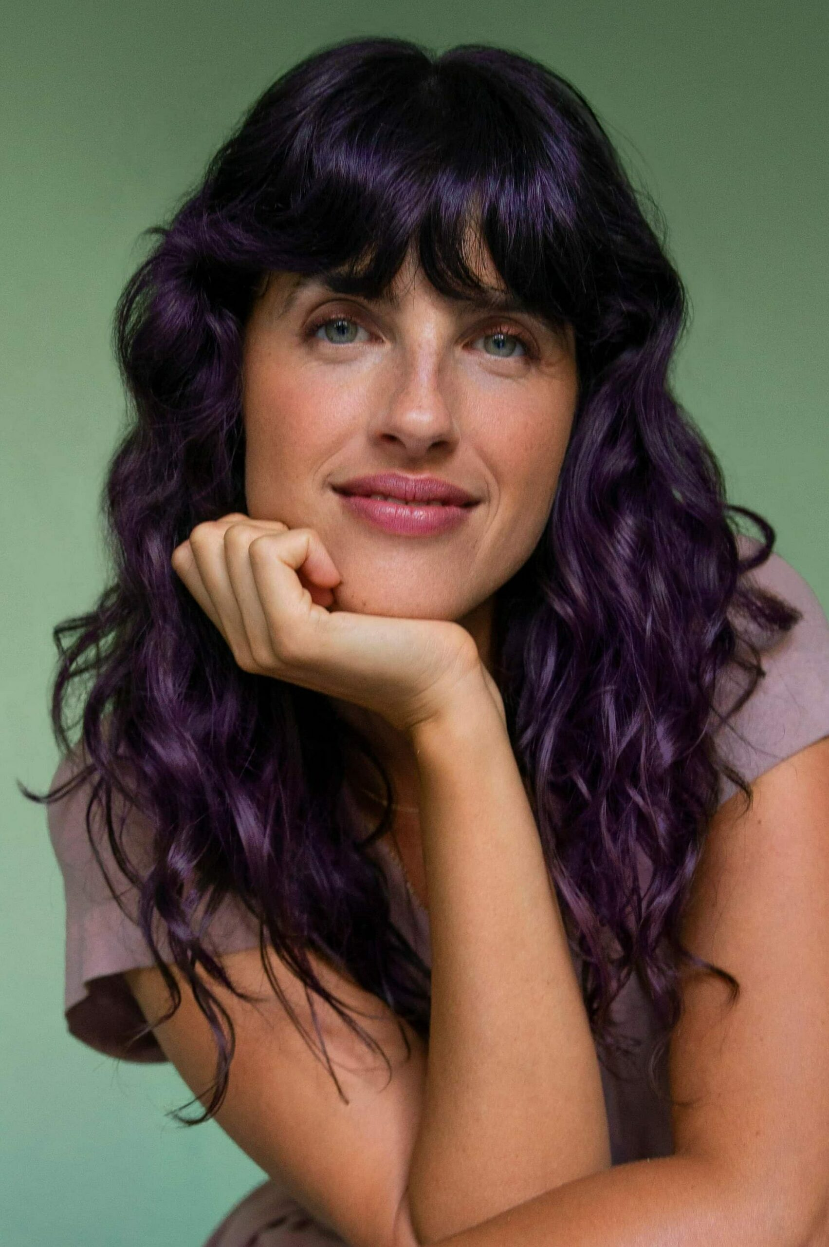 AURA client with brunette hair color used Kyoto Purple Fantasy pigment in her personalized hair Masque.